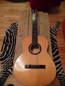 Guitare Classique à 40$