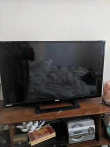 32 inch LED TV, works great