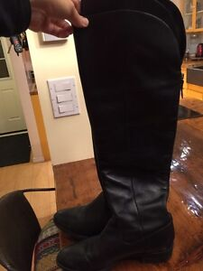 Leather black knee high boots size 11 Kitchener / Waterloo Kitchener Area image 3