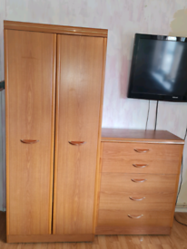 Double wardrobe and set of chest drawers