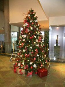 Décorations de Noel sur mesure. Sapins, couronnes, lumières, pot
