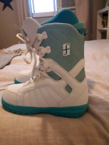Forum snowboard boots size 9