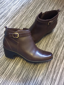 Clarks Malia Hawthorn brown leather ankle boots size 6.5