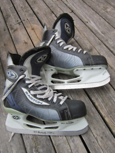 EASTON   SKATES   SIZE   8  1/2