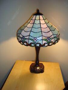 2 lampes tifanny  16 pouces circonférence