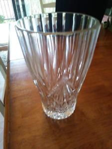 Vases à fleurs et bol en cristal et autres