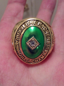 LARGE HEAVY GREEN BAY PACKERS SUPER BOWL CHAMPIONSHIP RING.