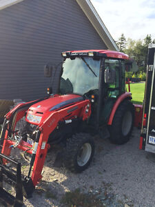 2012 McCormick X10.40CH Tractor (Cab, Loader, Blade, Snowblower)