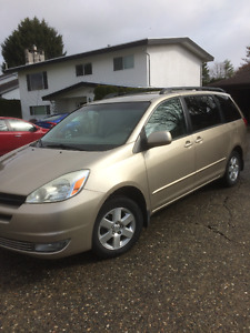 2004 Toyota Sienna LE Low Km's, Original Owner