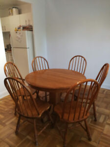 Solid Wood Dining Table (+6 chairs)