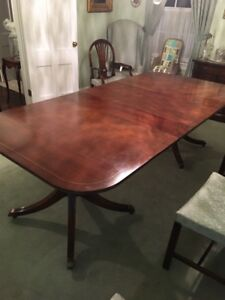 Beautiful Duncan Phyfe dining room table