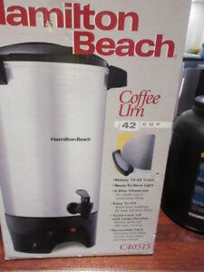 Machine à café (42 tasses) - Hamilton Beach
