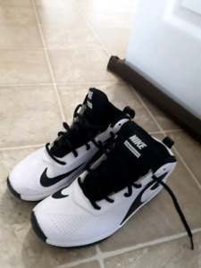 Basketball shoes size 4.5