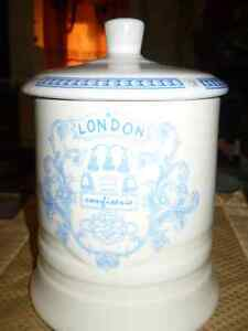 """VINTAGE BEAUTIFUL """"LONDON CONFISERIE FINE QUALITY"""" CANNISTER Kitchener / Waterloo Kitchener Area image 2"""