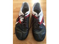 Nike leather Moulded Football Boots Size 5 uk