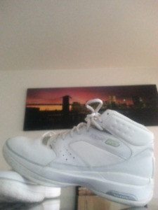 RBK  Mens White Basketball Shoes Size 11.5 US