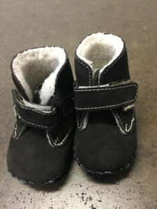 Brand New Pediped slippers (0-6 mos), retails $45+