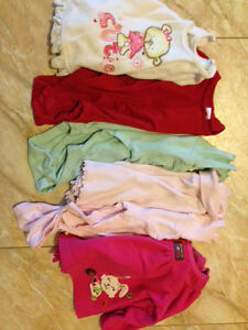 Box of baby girl size 3 months to 12 months clothes. Kitchener / Waterloo Kitchener Area image 7
