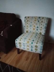 Tres joli fauteuil  d'appoint Hayden avec protecteur 10 ans