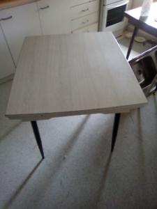 70s retro table .. extendible