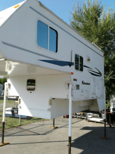 8 ft slide  to 6 ft 6   TRUCK  CAMPER  LIKE NEW  !! CONDITION