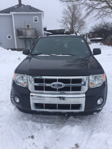 2011 Ford Escape LIMITED 4wd Leather Financing available!!