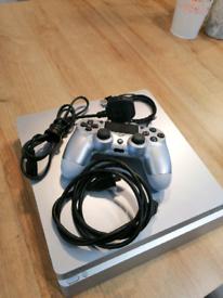 Ps4 slim 500 GB silver console.