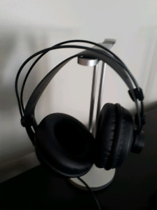 Monoprice 116150 Ultra-Comfortable Retro Over Ear Headphones