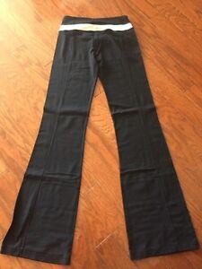 Lululemon Groove Pants - Size 4