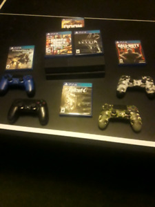 Ps4 500GB with 3 controllers + 2 games of choice