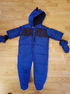 Bnwt one piece snow suit 9-12 months