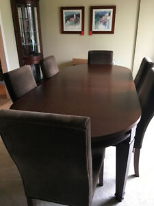 Large Oval table with 6 chairs