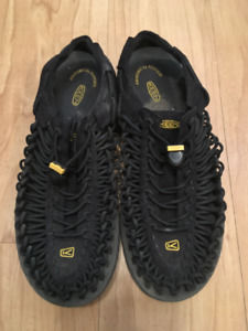 KEEN UNEEK Water Shoes/Sandals MENS 10.5 Black/Yellow