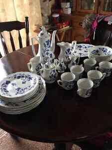 Old set of dishes collectable