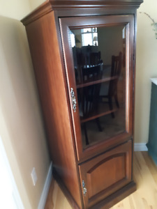 Curio Cabinet Sterio, Old Fashioned Dresser, Rocking Chair