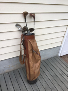 Vintage Golf Bag with 11 Clubs