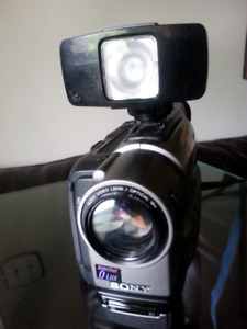 Sony CCD-TRV99 Camcorder W/Flash,Chargers & Remote control