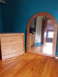 Mirrored headboard with 1 side table