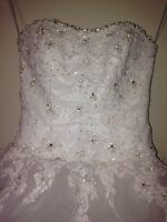 Beautiful wedding gown for sale ( cash only)