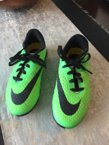 Nike kid's Soccer shoes, Size US 1