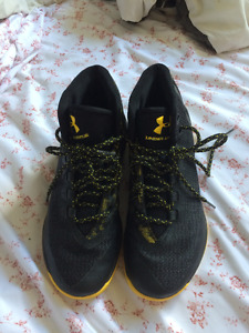 STEPH CURRY UNDERARMOUR SNEAKERS SIZE 10