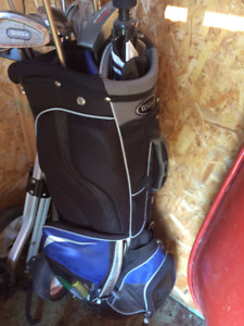 Ladies 13 pc set of right handed golf clubs with bag & pull cart