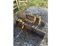 Selection of 1.5t mini digger excavator buckets grading riddle semi quick hitch