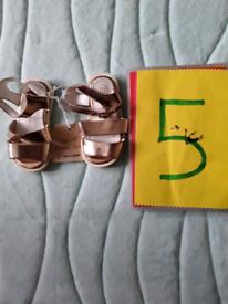 Girls sandles size 5