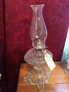reproduction d antiquitée lampe a l huile en parfait état