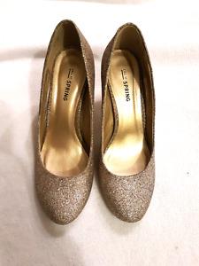 Sparkling kitten heels in gold