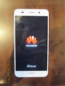 HUAWEI Y6 CELL PHONE & CHARGER