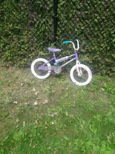 Vélo roue de 16po enfant 3à7 valeur neuf 160$