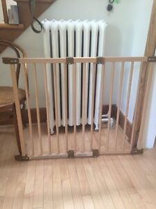 Beautiful wood baby gates-Kidco-barrières en bois