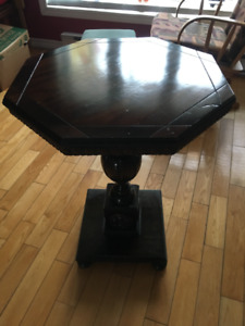 Table d'appoint octogonale